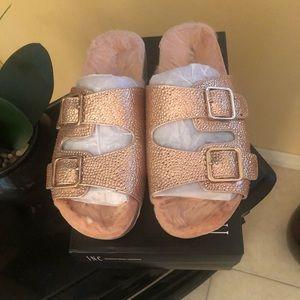 ❤️ INC Rose Pearl slippers ❤️